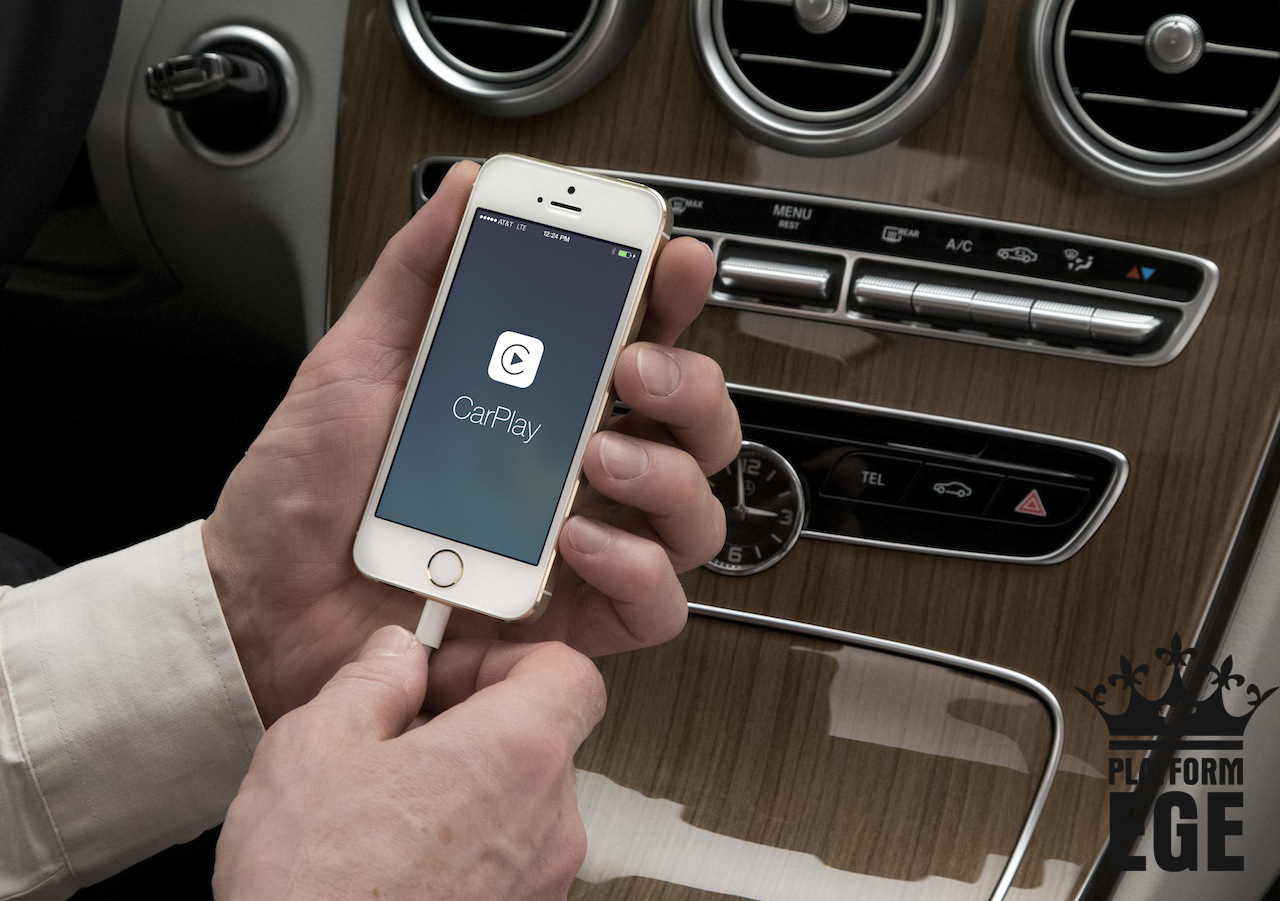 """Mercedes-Benz Trendsetter bei Smartphone-Integration: Apple """"CarPlay""""- Einfache und sichere Bedienung über den Dreh-Drück-Steller Mercedes-Benz is trend setter at smartphone integration Apple """"CarPlay""""- Simple and save operation by rotary pushbutton"""
