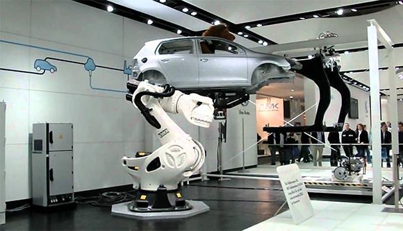 news_inside-araba-yapan-robot
